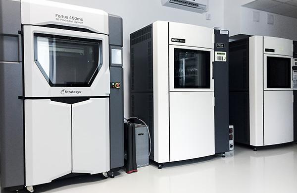 Oferujemy usługi druku 3D na najwyższej klasy maszynach produkcyjnych Stratasys. Doradzamy w kwestii materiałów, a także pomagamy przy prawidłowym przygotowaniu plików.